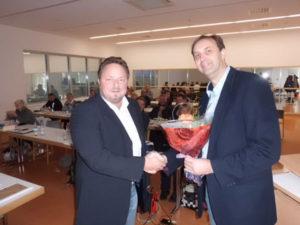 Der Vorsitzenden der Thüringer Sportämterkonferenz Jens Batschkus verabschiedet nach 14 Jahren das Vorstandsmitglied und langjährige Beiratsmitglied in der ADS Klaus-Dietrich Matuschek, der sich beruflich verändert.